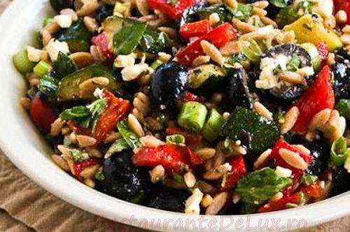 Salata de legume coapte cu masline si feta