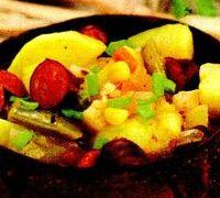 Tocanita_de_cartofi_cu_carnati_si_ardei_gras