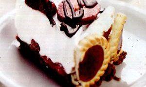Tort_racoros_cu_capsuni