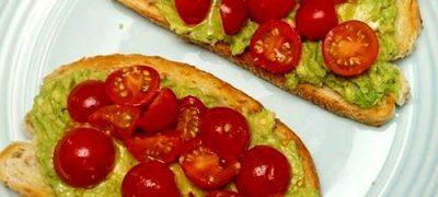 Bruschete_cu_avocado_si_rosii_cherry_06