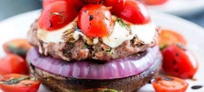 Burgeri_de_curcan_cu_topping_de_rosii_04
