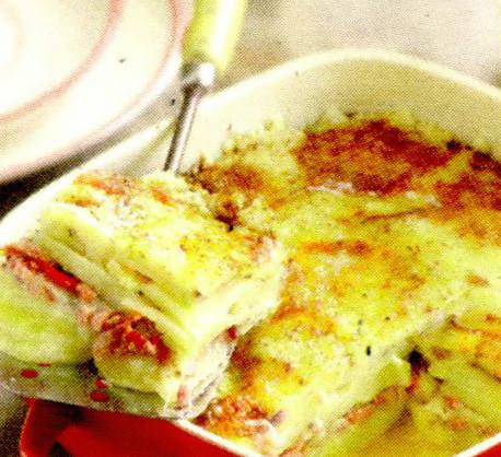 Cartofi gratinati cu usturoi si nucsoara