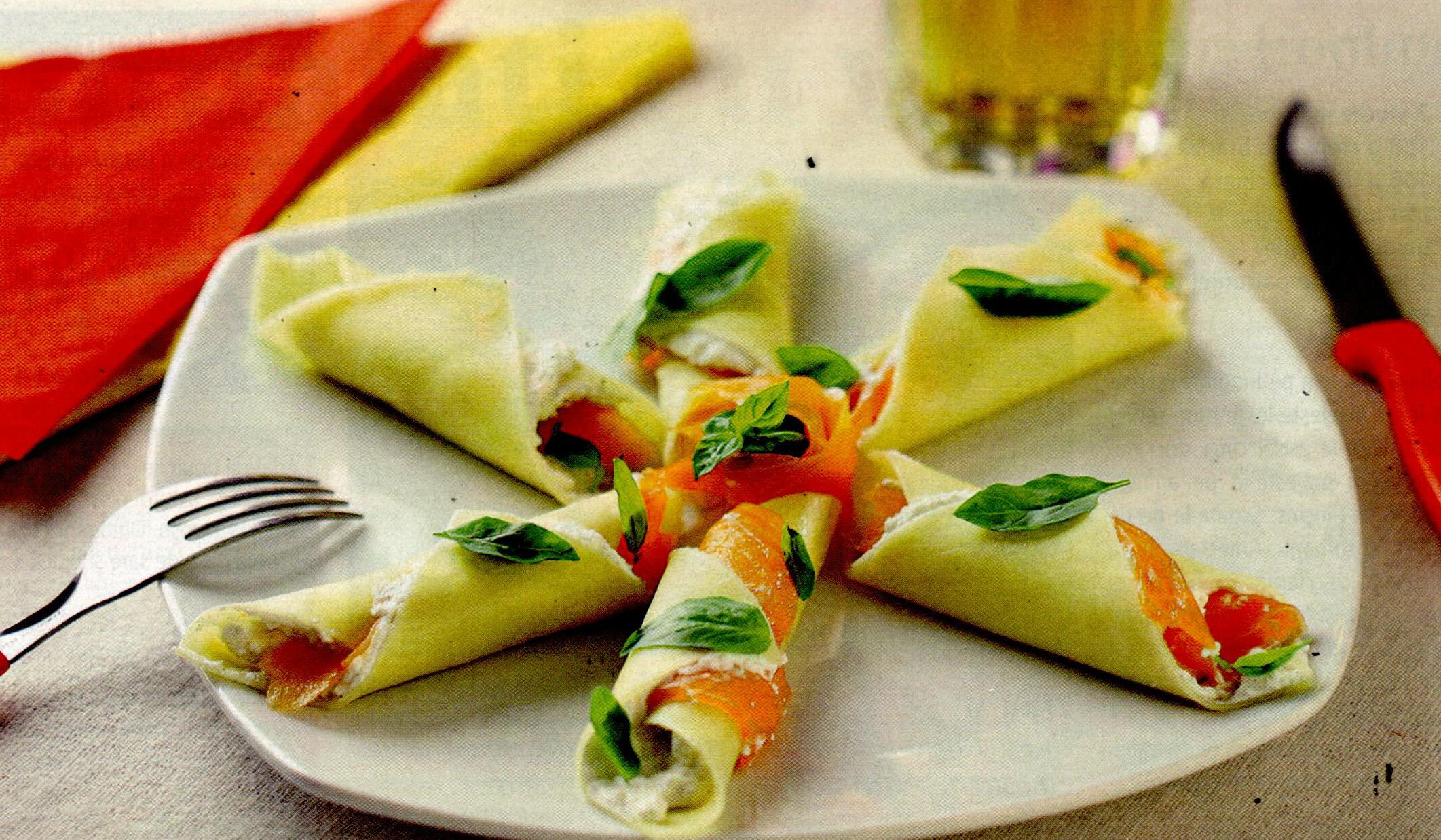 Cornete de şuncă cu ou pe salată de fasole verde