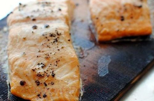 File de somon in crusta de ierburi