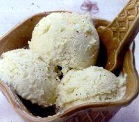 Inghetata de vanilie cu flori de salcam