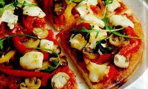Pizza_cu_branza_de_capra_ciuperci_si_ardei
