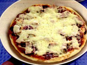 Pizza cu caşcaval şi busuioc