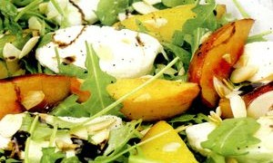 Salata_cu_mango_mozzarela_si_migdale