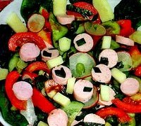 Salata_cu_spanac_crenvursti_si_telemea