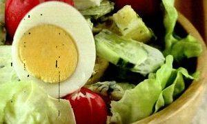 Salata_de_carne_cu_cartofi_si_castraveti