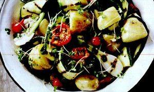 Salata_de_cartofi_cu_rosii_si_dovlecel