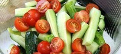 Salata cu castraveti si rosii