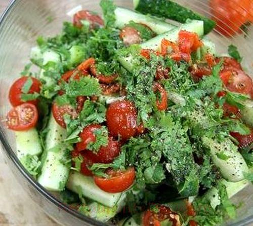 Salata de rosii cu ardei umpluti