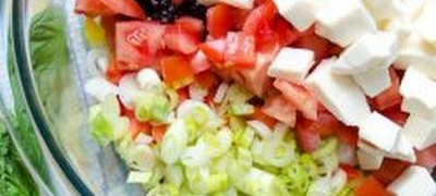 Salata de orez rosu cu branza feta si seminte