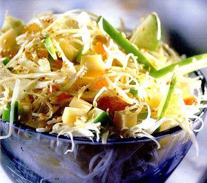 Salată de varză cu cârnăciori