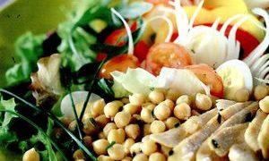 Salata_orientala_cu_ton_naut_si_coriandru