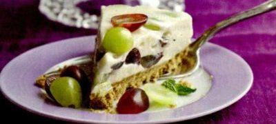 Tort_cu_struguri_si_crema_de_branza