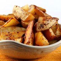 Cartofi wedges cu chili
