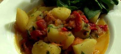 Cum_se_prepara_Mancarica_de_cartofi_cu_ardei_si_rosii