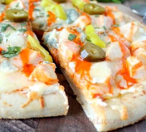 Pizza cu pui si legume