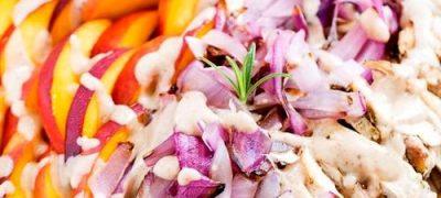 Salata_de_pui_cu_ceapa_si_vinegreta_cu_nuci_pecan_05