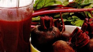 Salata de sfecla rosie fiarta cu hrean