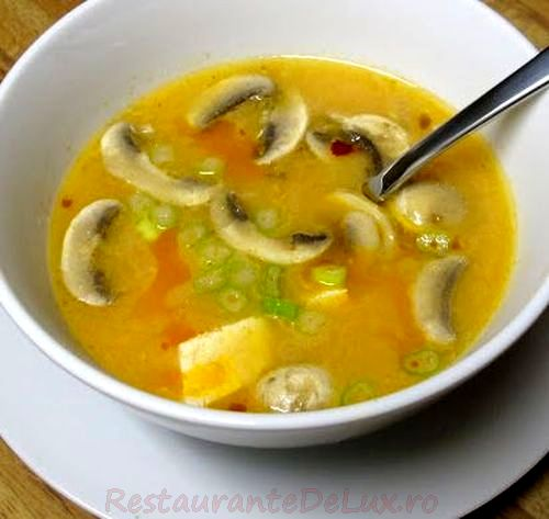 Curry de ciuperci, mazăre şi cartofi