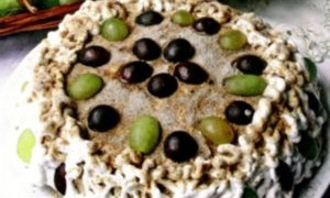 Tort_cu_biscuiti_si_struguri