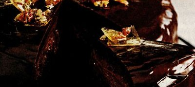 Tort_cu_ciocolata_amaruie_si_caramel