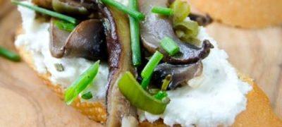 Bruschete cu branza si ciuperci