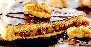 Prajitura_cu_nuci_si_glazura_de_ciocolata