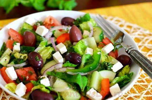Salata de cruditati cu fructe uscate