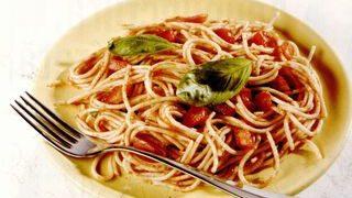 Spaghete cu sos de legume