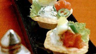 Carpaccio de foie gras marinat pe salată cu oţet de coacăze