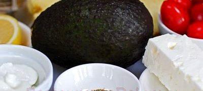 Fructe de avocado cu branza de capra