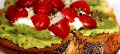 Bruschete_cu_avocado_ feta_si_rosii_cherry_04