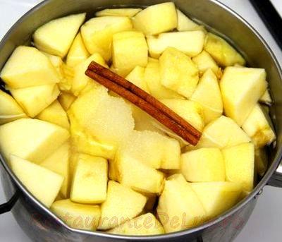 Compot de dovlecei cu sirop de ananas