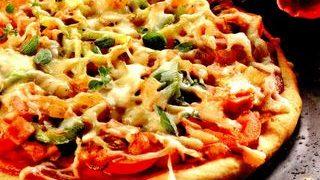 Pizza cu ciuperci si costita