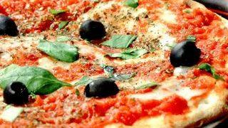 Pizza Margherita foarte simpla