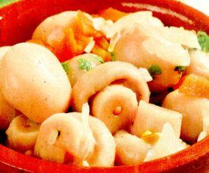 Salata de ciuperci cu struguri si ceapa