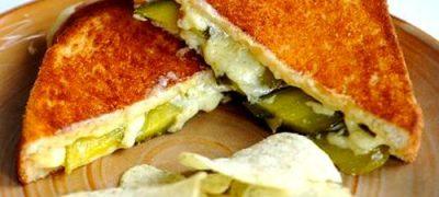 Sandwich-uri_cu_branza_si_castraveti_murati_05