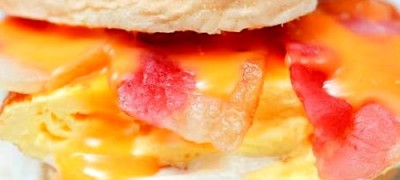 Sandwich cu bacon si ou