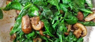 Sote de ciuperci cu spanac si ceapa