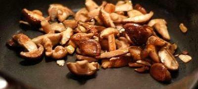 Ciuperci sote cu usturoi