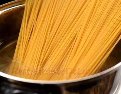 Spaghete cu sos de busuioc