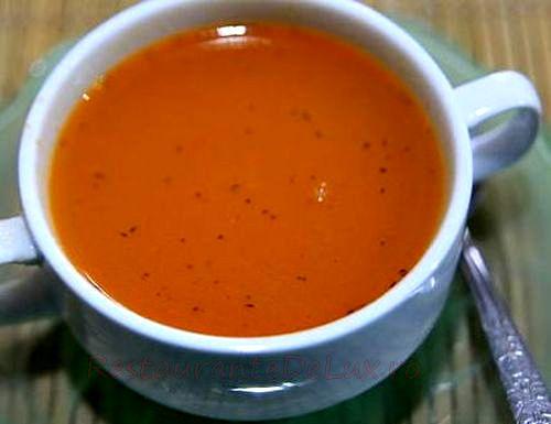 Supă de roşii proaspete si ardei