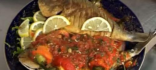 Peste oceanic cu sos de rosii cu galuste de cartofi