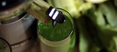 Cum_se_prepara_Suc_de_broccoli_si_patrunjel