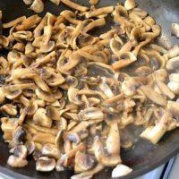 Gulas de ciuperci