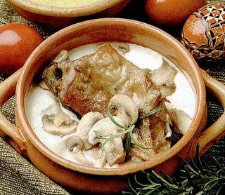 Carne de miel cu ciuperci si smantana